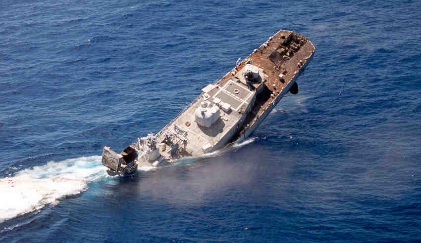 Sinkingjpg - Sinking cruise ship oceanos