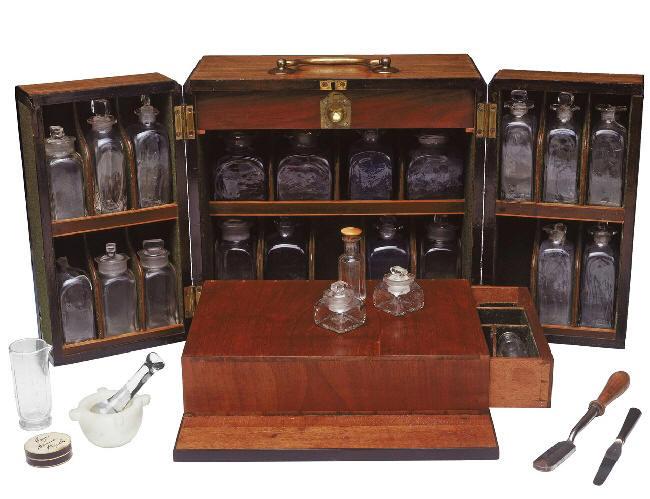 Botiqu n utilizado por la royal navy para la poca del dr bernardo campbell national - Botiquin antiguo ...