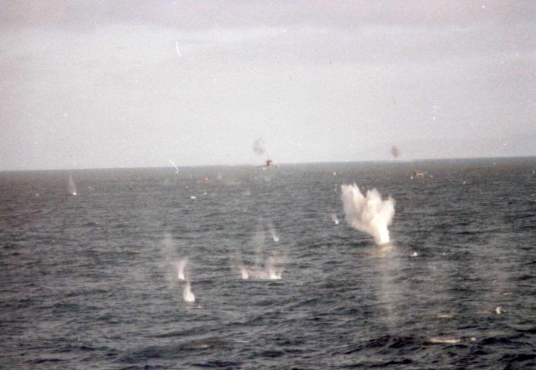 La guerra de las Malvinas 03-A4ataqueCoventry-lg